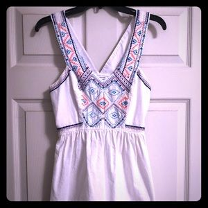 American Eagle dress. Size 0. White and Aztec